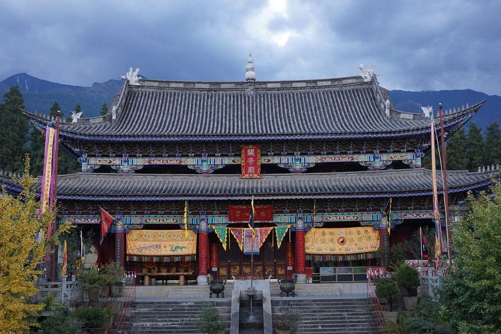 Świątynia w Dali. Tuż obok buddyjska restauracja wegetariańska.