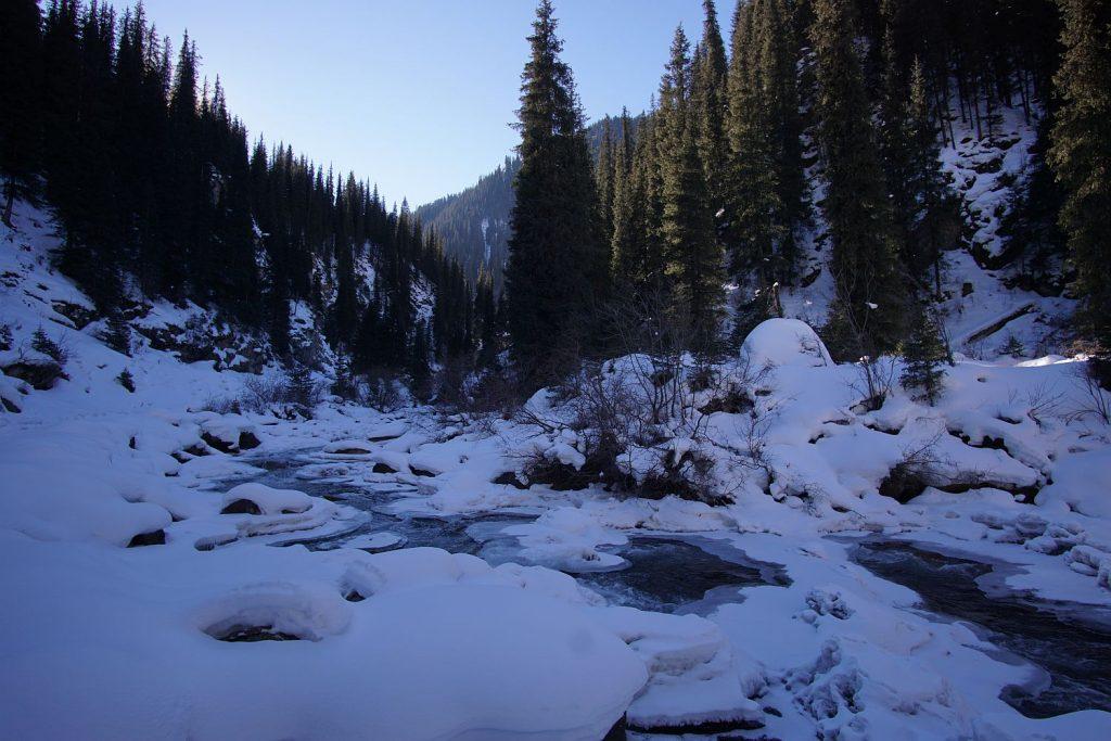 Góry, góry, śnieg. To cały Kirgistan.