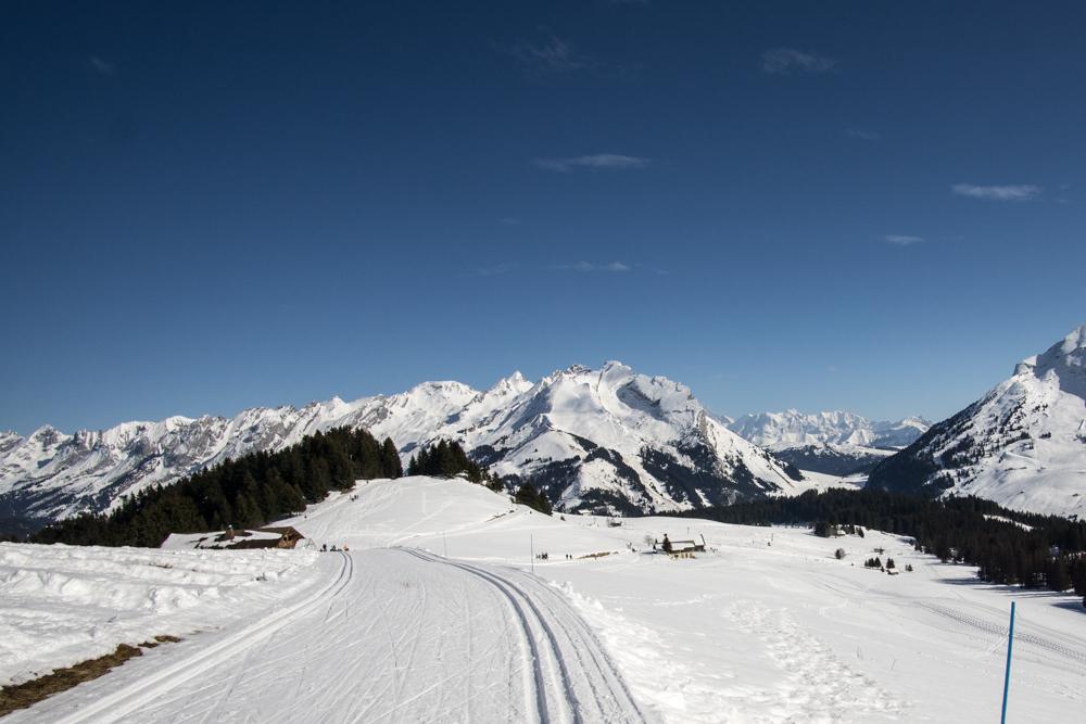 Trasy biegowe, a w tle Mount Blanc, znany we Francji jako Mą Blą.